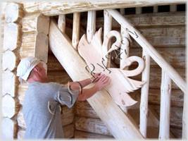 Фотография резных лебедей на лестнице по старинной технологии