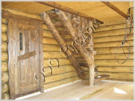 Фотография рубленой лестницы из плах