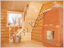 Фотография деревянной лестницы и камина