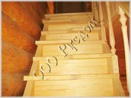 Фотография деревянной лестницы для ограниченного пространства