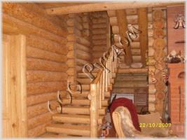 Фотография рубленой лестницы в старорусском стиле