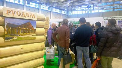 Иван Иванович консультирует на 23-й Выставке «Деревянное домостроение / Holzhaus»